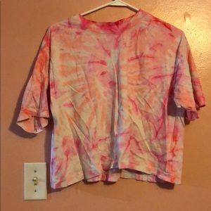 Cropped pink tie dye shirt